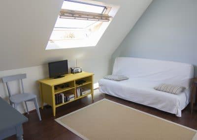 grisbleu-chambre2-meuble-tele-canape