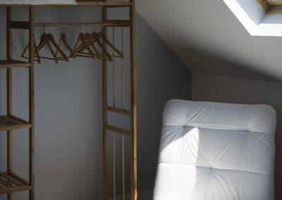 grisbleu-chambre2-fauteuil